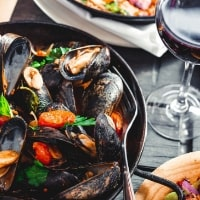 https://www.airfield.ie/wp-content/uploads/2019/04/Mussels-Dish-Overends-Kitchen-min.jpg