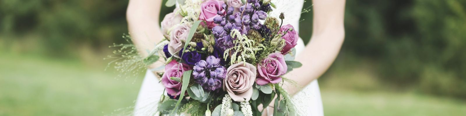 https://www.airfield.ie/wp-content/uploads/2019/05/Weddings-bouquet-at-Airfield-Estate-min.jpg