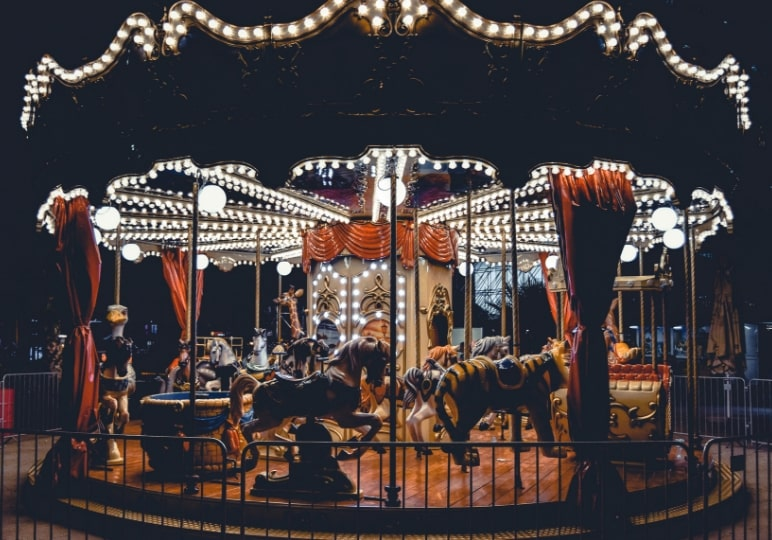 https://www.airfield.ie/wp-content/uploads/2019/08/Victorian-Carousel-Christmas-Experience-Airfield-Estate-min.jpg