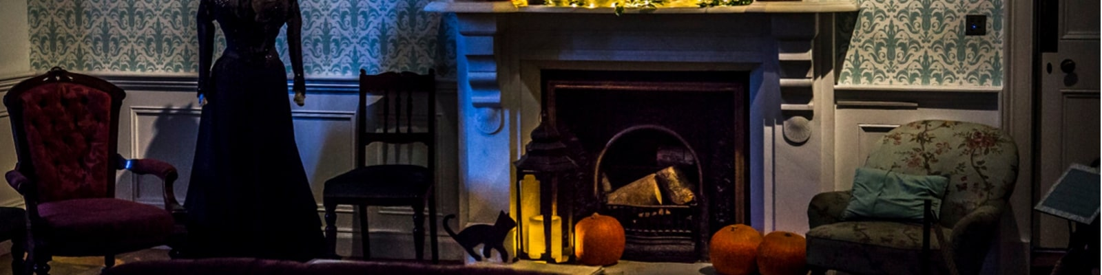 https://www.airfield.ie/wp-content/uploads/2019/10/Halloween-Decorations-at-Fireplace-Airfield-Estate-min.jpg